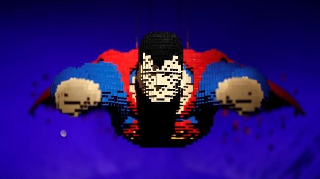 Instalasi seni Superman terbang yang terbuat dari balok-balok Lego terlihat saat jumpa pers dalam pameran The Art of The Brick: DC Super Heroes di Parc de la Villette, Perancis. Karya seni ini merupakan buah tangan Nathan Sawaya. (Reuters/Benoit Tessier)
