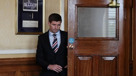 Steven Gerrard Resmi Latih Glasgow Rangers