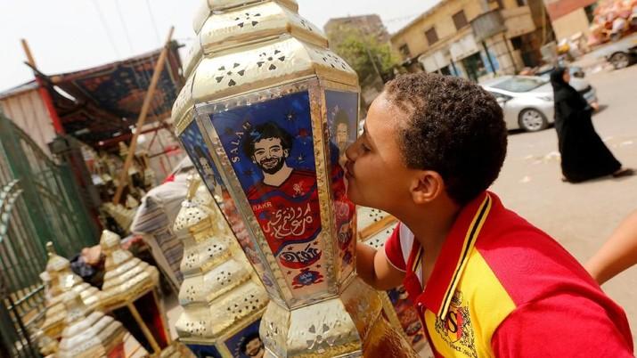 Pemain asal Mesir ini kian melonjak popularitasnya seiring dengan penampilan yang memukau di klub liga Inggris Liverpool.