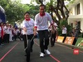 VIDEO: Jokowi Bermain di Depan Istana Merdeka