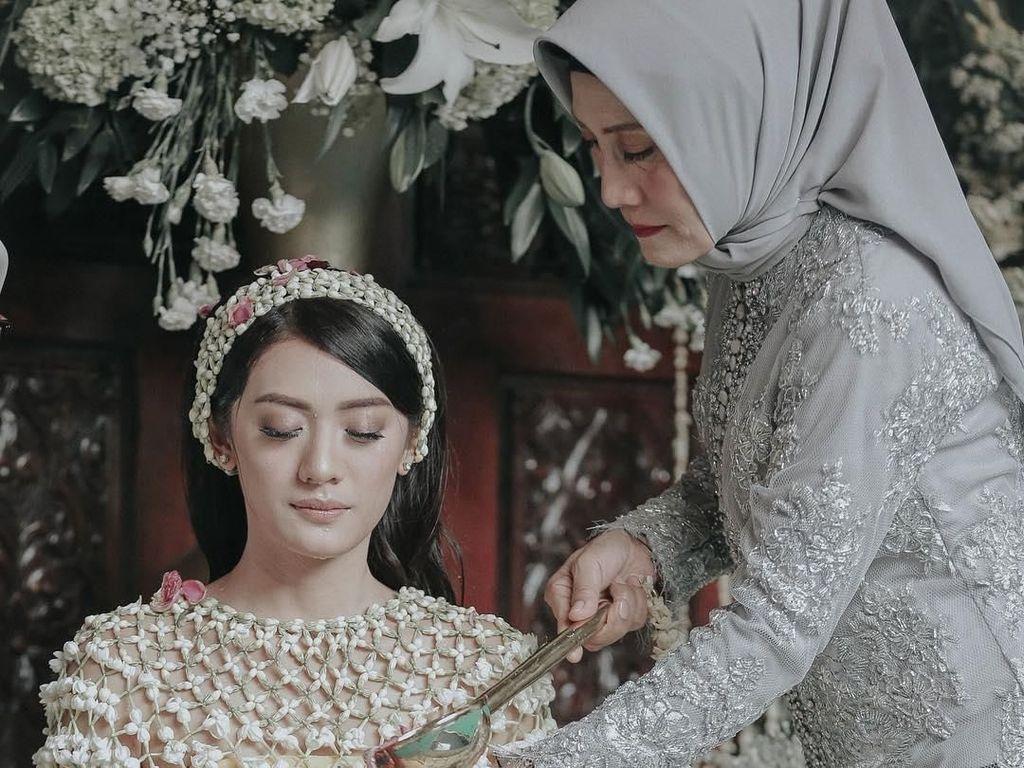 Resmi Menikah, Cantiknya Istri Raditya Dika Saat Siraman Hingga Pengajian