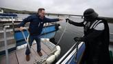 Tapi kunjungan ke Skellig Michael hanya satu bagian dari festival 'May The 4th Be With You' yang digelar selama tiga hari di Portmagee, Irlandia oleh lembaga turisme nasional. (REUTERS/Clodagh Kilcoyne)