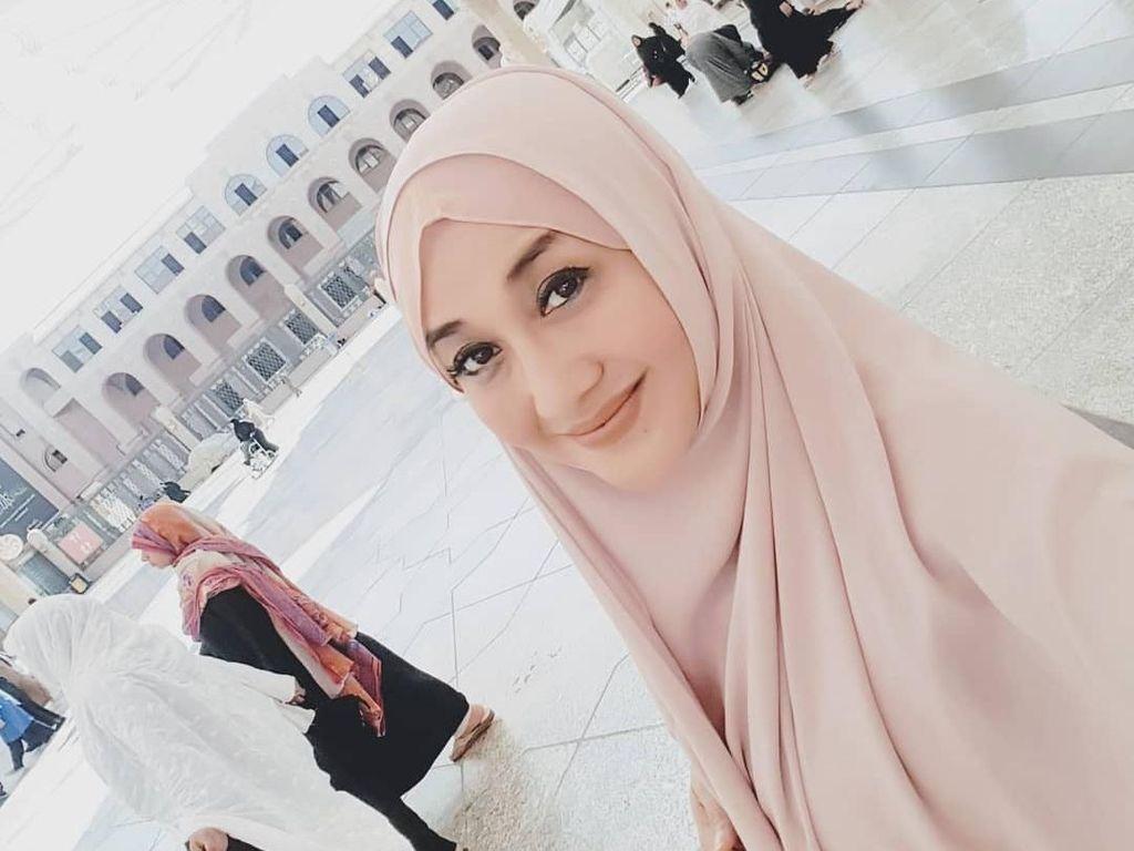 10 Gaya Paramitha Rusady Pakai Hijab, Cantiknya Tak Luntur