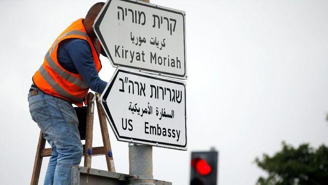 Tanda Jalan ke Arah Kedutaan AS Mulai Dipasang di Yerusalem