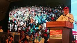 VIDEO: Mahathir Kobarkan Semangat di Tengah Hujan
