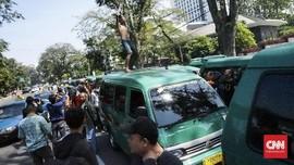 Sopir Angkot Bandung Mogok Tuntut Aturan Ketat Taksi Online