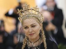 Cerita Rinaldy, Desainer Mahkota Madonna di Met Gala 2018