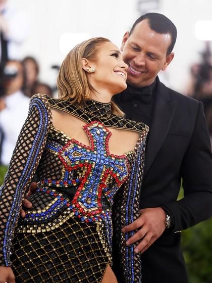 Alasan Jennifer Lopez Belum Mau Terburu-buru Nikah di Usia 48