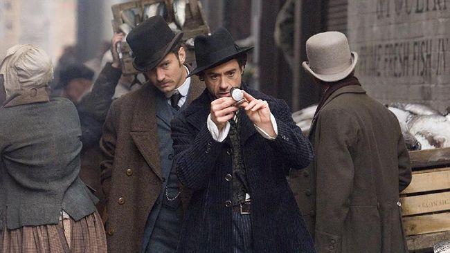 'Sherlock Holmes 3' Disebut Incar Sutradara 'Rocketman'