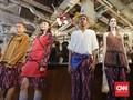 FOTO: Dominasi Warna Cerah di Koleksi 'Surya' Ikat Indonesia
