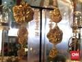 Happy Salma, Sri, dan Perhiasan 'Jembatan Cinta' Ubud