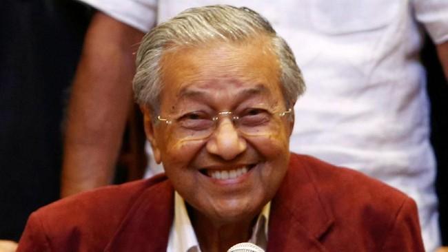Di Usia 94 Tahun, Mahathir Mohamad Bersepeda 11 KM