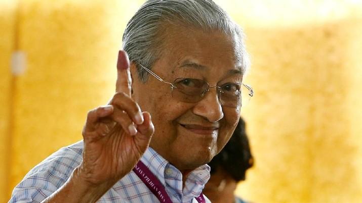 Malaysia menghentikan proyek kereta cepat Kuala Lumpur-Singapura karena kondisi keuangan negara yang lemah dan dianggap kurang menguntungkan negara.
