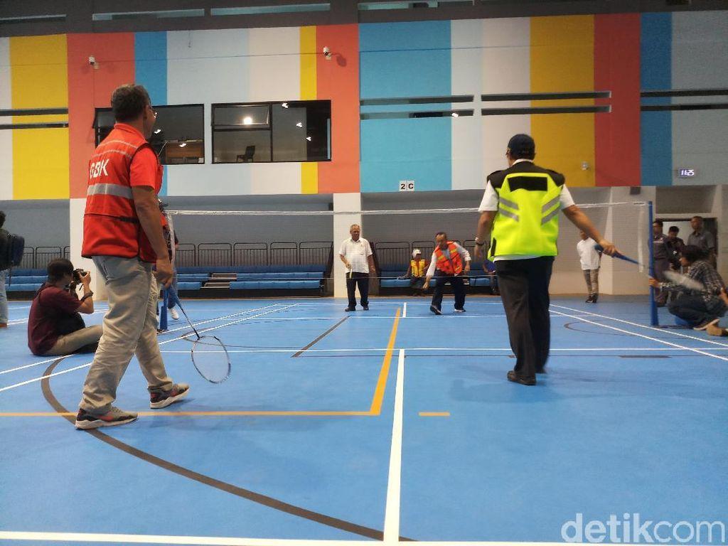 Basuki bermain dengan jajarannya beserta pejabat pengurus Gelora Bung Karno. (Foto: Yanu Arifin/detikSport)
