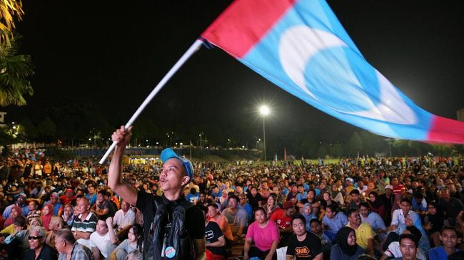 Sejumlah Politikus UMNO Membelot ke Koalisi Anwar Ibrahim