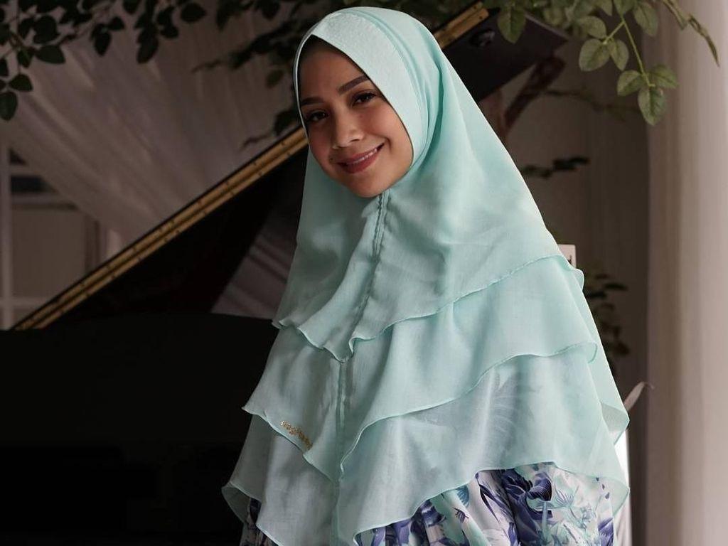 Foto: Deretan Gaya Nagita Slavina Pakai Hijab Syari, Makin Cantik