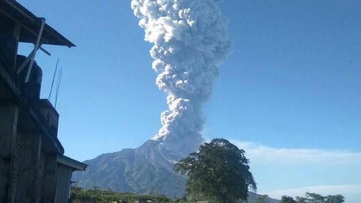 Bandara Adisutjipto sudah beroperasi kembali setelah sebelumnya ditutup akibat meletusnya Gunung Merapi.