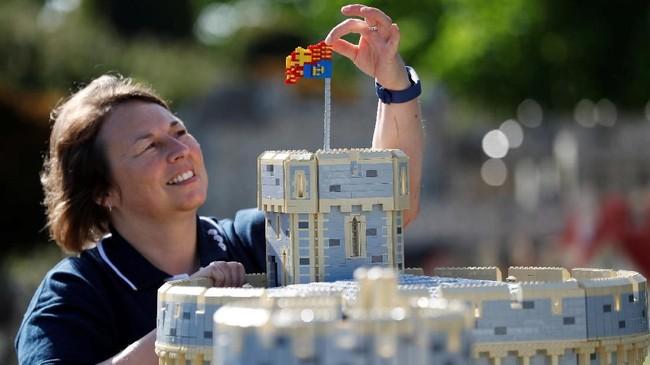 Butuh waktu sekitar 592 jam untuk membangun keseluruhan Lego itu. (REUTERS/Peter Nicholls)