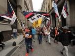 Mata Uangnya Anjlok Parah, Argentina di Ambang Krisis