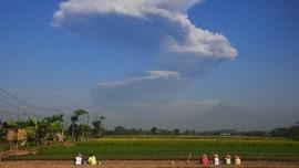 FOTO: Letusan Mengejutkan Gunung Merapi