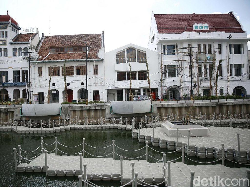 Kepala Unit Pengelolaan Kawasan (UPK) Kota Tua Jakarta, Norviadi Setio Husodo mengatakan bahwa wisatawan dapat berjalan dan menikmati sungai beserta bangunan-bangunan lawas di sekitar Kali Besar Kota Tua, jika kawasan ini sudah dibuka untuk umum.