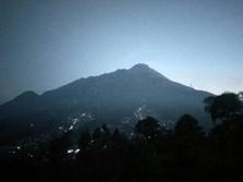 Gunung Merapi Dan Gunung Sinabung Masih Mengeluarkan Asap