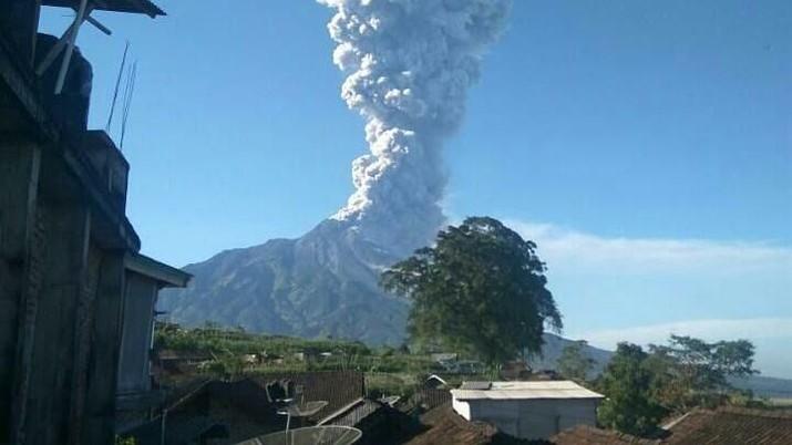 Gunung Merapi meletus pagi ini mengakibatkan sejumlah penerbangan terganggu.