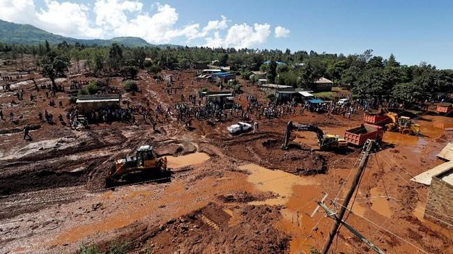 Banjir ini diakibatkan tanggul sebuah perusahaan bunga komersial yang jebol di malam hari.(REUTERS/Thomas Mukoya)