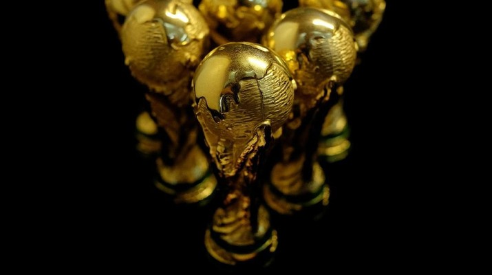 Melihat Proses Pembuatan Replika Trofi Piala Dunia di China