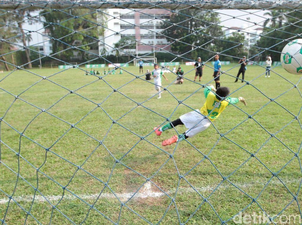 Ke-18 pemain terbaik ini mendapatkan pelatihan intensif mulai dari 8-12 Mei di MILO Football Camp Jakarta yang dilaksanakan di International Sports Club of Indonesia, Ciputat.