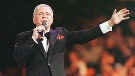 Mengenang Dua Dekade Kepergian Frank Sinatra