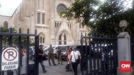 Tak Takut Teror, Pengamanan Gereja Katedral Masih Wajar