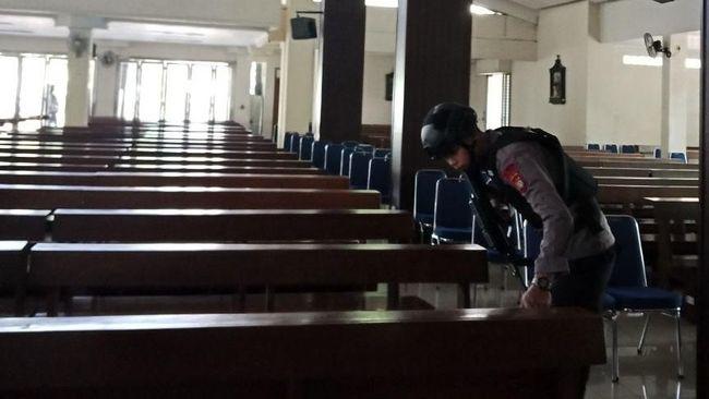 Polisi Bantah Ada Ledakan Bom Gereja Santa Anna Duren Sawit