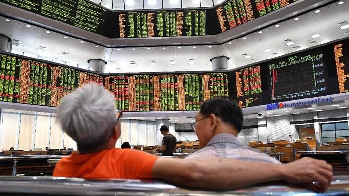 Indeks Hang Seng terkoreksi tipis 0,22% ke level 27.653,45.