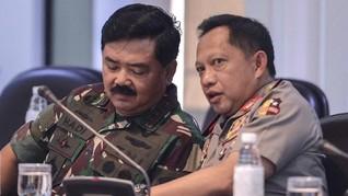 Panglima TNI dan Kapolri Klarifikasi Foto Pose Dua Jari