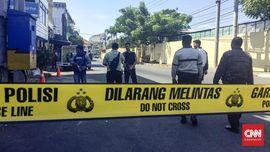 Polisi Tutup Jalan Polrestabes Surabaya yang Diserang Bom