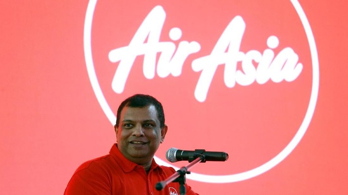 FILE PHOTO: AirAsia Group CEO Tony Fernandes speaks during a news conference at the AirAsia headquarters in Sepang, Malaysia December 13, 2017. REUTERS/Lai Seng Sin/File Photo
