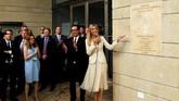 Trump mengutus putri sekaligus penasihatnya, Ivanka Trump, untuk meresmikan gedung baru kedubes itu.(REUTERS/Ronen Zvulun)