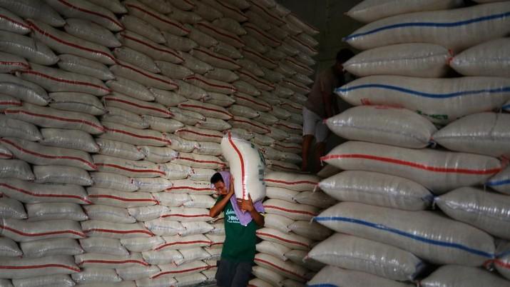 Gudang Beras Bulog Penuh, Buwas Minta Bantuan TNI & Polri