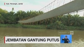 Jembatan Gantung Putus, Puluhan Warga Terjun ke Sungai