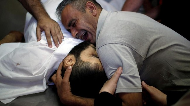 Senin, 14 Mei 2018, menjadi hari bersejarah bagi Israel, sekaligus paling berdarah bagi warga Palestina sejak pertumpahan darah pada 2014 lalu. (REUTERS/Mohammed Salem)
