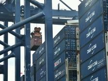 Ekonom: Pemerintah Tak Bisa Batasi Impor Bahan Baku