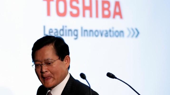 Toshiba Corp's CEO Nobuaki Kurumatani attends a news conference at the company's headquarters in Tokyo, Japan May 15, 2018.  REUTERS/Issei Kato