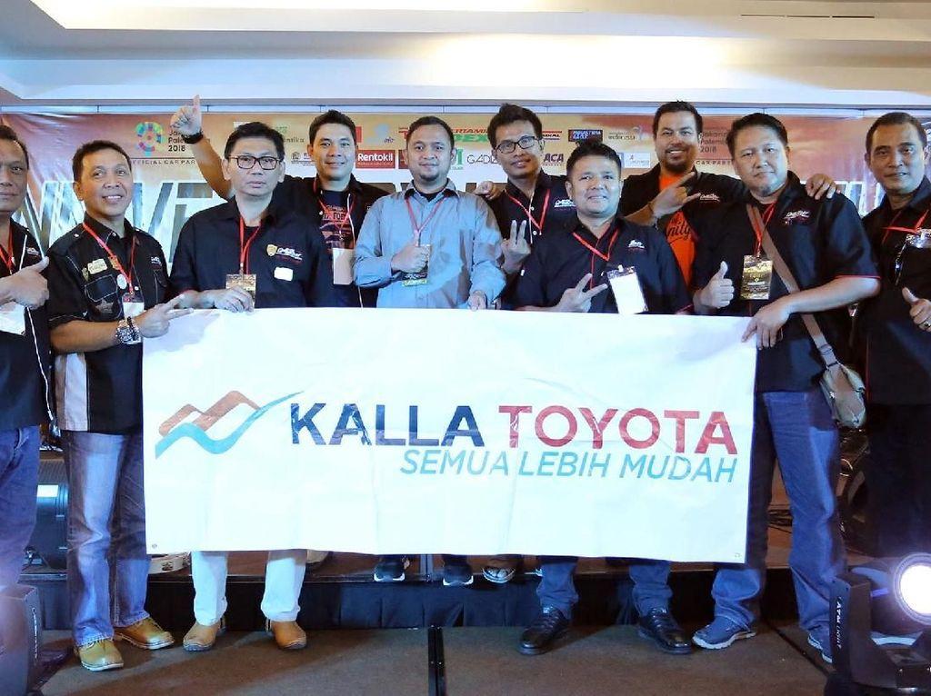Wakil Presiden ID42NER Duta Erlangga bersama ratusan anggota yang siap merayakan ulang tahun itu berkumpul di Balaikota Jakarta, Senin (14/5). Foto: dok. Id42Ner