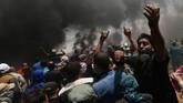 Warga Palestina di Gaza menggelar demonstrasi di dekat perbatasan dengan Israel untuk memprotes sekaligus memperingati 70 tahun Nakba atau pengusiran mereka oleh zionis. (REUTERS/Ibraheem Abu Mustafa)