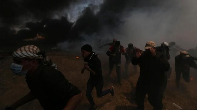 Pemandangan yang kontras tampak di Gaza, wilayah kekuasaan Hamas yang diblokade Israel, merespons pemindahan tersebut. (REUTERS/Ibraheem Abu Mustafa)