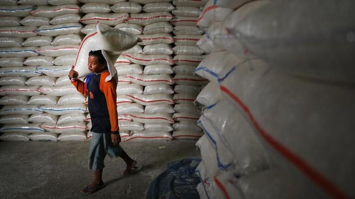 Presiden Joko Widodo menggelar rapat membahas puncak kemarau yang dapat mempengaruhi harga beras.