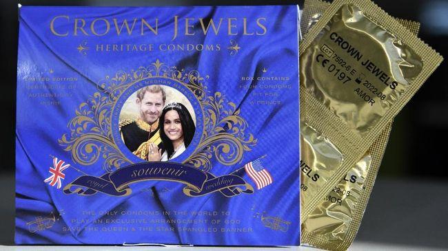 Dari Mug sampai Kondom, Suvenir Royal Wedding Diserbu Pembeli