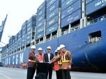 Foto: Jokowi Lepas Kapal Raksasa untuk Ekspor ke AS