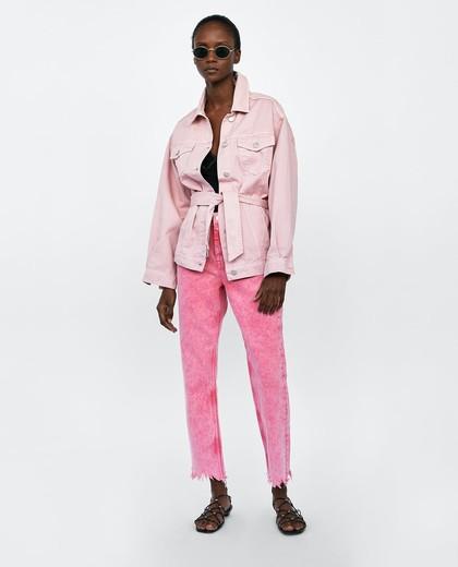 7 Jaket Jeans Warna Cerah yang Bisa Bikin Gaya Hangout Lebih Ceria 2